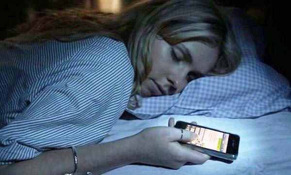 1 Những vật để đầu giường gây hại cho sức khỏe của chủ nhân