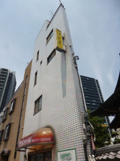 1429530300-incredibly-narrow-house-up-for-sale-in-tokyo2-1494236166-width400height534